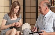 description_of_image_used_in_difficult_conversations_guide_young_woman_and_older_man_having_conversation_fotolia_photographee.eu