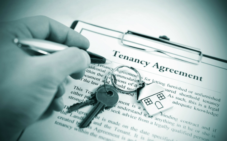 description_of_image_used_in_capacity_and_tenancy_guide_person_signing_tenancy_agreement_Lucian_Milasan_Fotolia_760x475